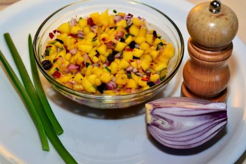 3 sosuri aromate pentru mancarurile tale preferate: Sos salsa cu mango
