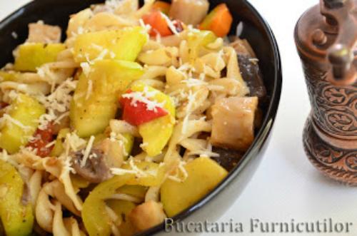 5 retete speciale pentru iubitoarele de salate:  Salata de paste cu dressing italian