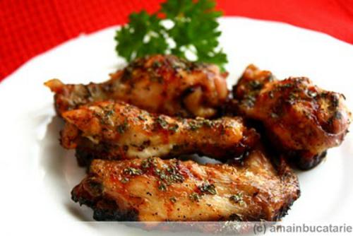 Iubitule, ce avem la cina? 4 retete gatite de domni pentru doamne:  Aripioare glazurate cu miere si menta