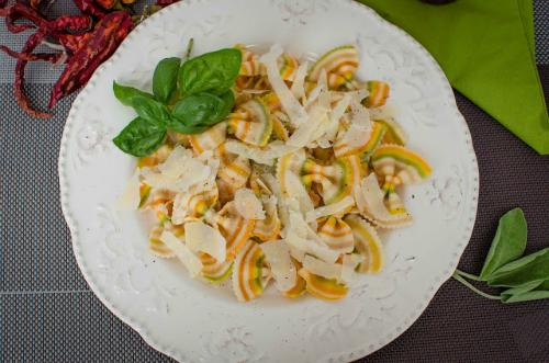 Iubitule, ce avem la cina? 4 retete gatite de domni pentru doamne: Pasta Parmiggiano