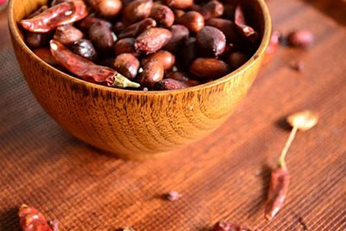 Picanterii de 1 Aprilie: 3 retete cu ingrediente surpriza: Alune picante in stil chinezesc