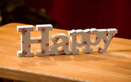 Stilul shabby chic: 18 accesorii decorative incantatoare: Litere decorative Happy