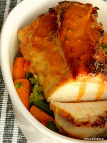 Cea mai buna leguma-i porcu'. 3 fripturi de porc: Cotlet glazurat cu morcovi si broccoli