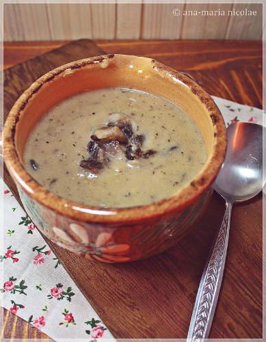 Nicio zi fara supa! 5 supe care te vor incalzi toamna aceasta: Supa-crema de fasole si ciuperci coapte