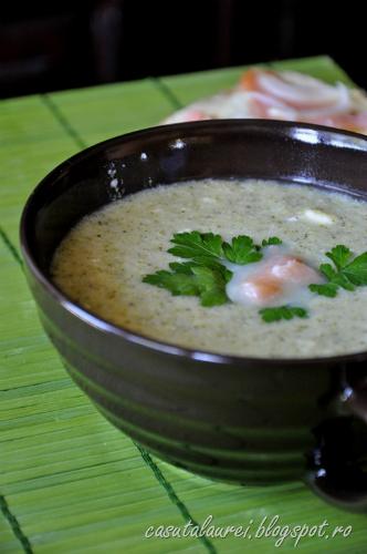 Nicio zi fara supa! 5 supe care te vor incalzi toamna aceasta: Supa crema de broccoli cu somon