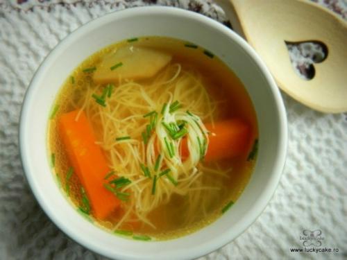 Nicio zi fara supa! 5 supe care te vor incalzi toamna aceasta: Supa de vita cu fidea