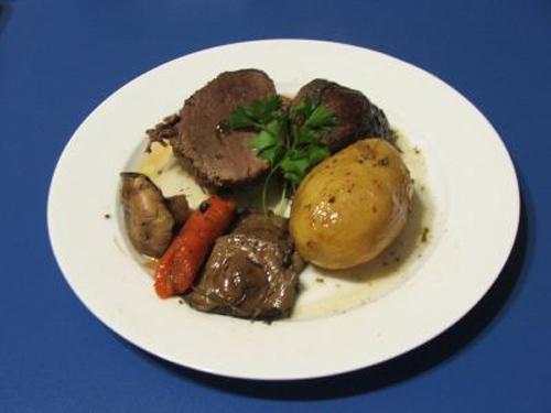 5 retete de fripturi de incercat de Craciun: Pulpa de vitel inabusita in vin