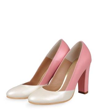 Shopping: 24 de perechi de Pantofi cu toc pentru aceasta primavara: Pantofi crem sidef cu roz