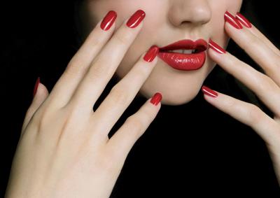 Noutatile lunii in materie de frumusete si ingrijire: Cum iti alegi culoarea de unghii?