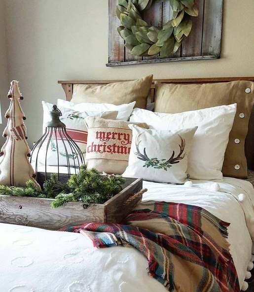 Cum sa creezi o atmosfera magica in casa ta: 16 idei minunate pentru a-ti decora locuinta de Craciun: Dormitorul cu perne decorative