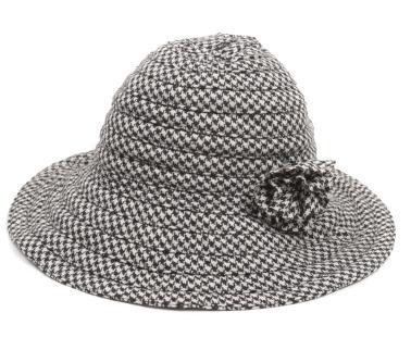 Accesoriile unei doamne: 17 palarii, berete si caciulite pentru iarna: Palarie alb-negru, cu floare aplicata
