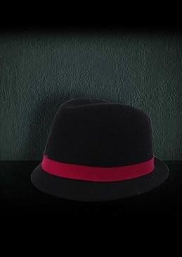 Accesoriile unei doamne: 17 palarii, berete si caciulite pentru iarna: Palarie neagra cu banda rosie