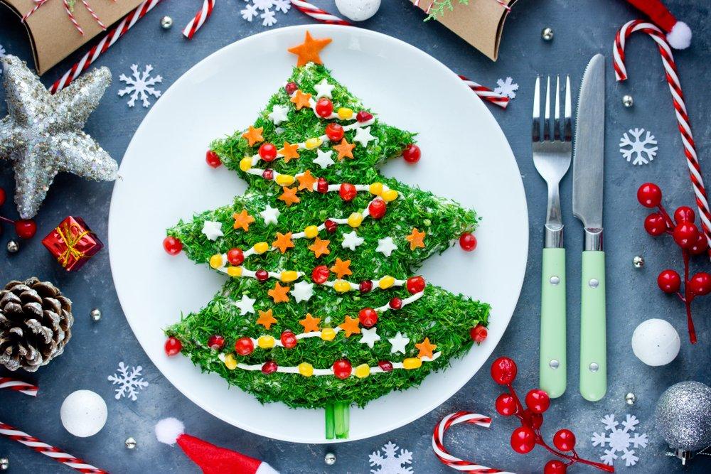 Masa de Craciun: 20 de Idei super creative pentru a decora farfuriile si mancarea celor mici: Bradul cu salata