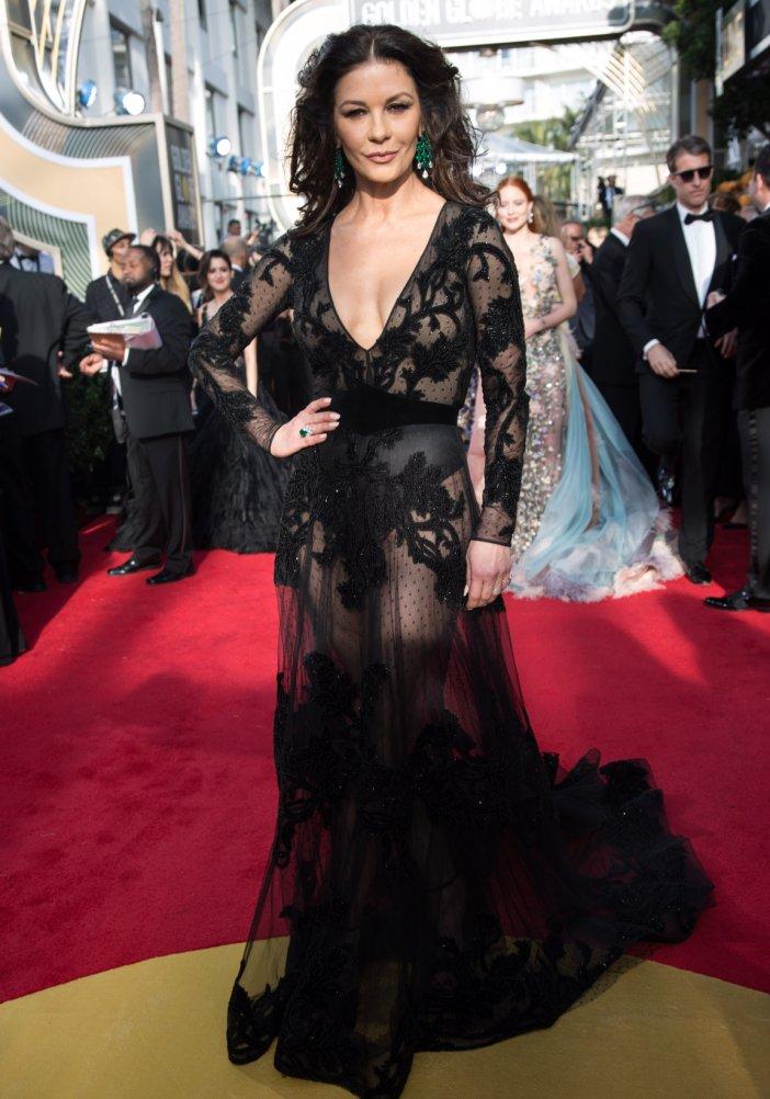 Globurile de Aur 2018: 31 de rochii superbe ale vedetelor, TREBUIE sa le vezi! - Catherine Zeta-Jones - Slide 1 din 31