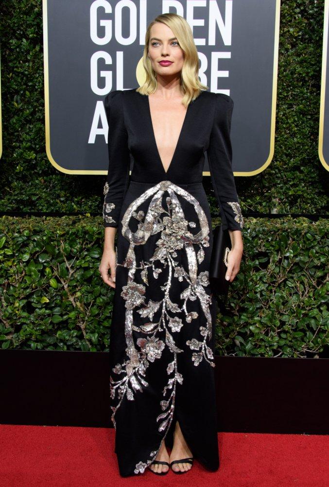 Globurile de Aur 2018: 31 de rochii superbe ale vedetelor, TREBUIE sa le vezi! - Margot Robbie - Slide 2 din 31
