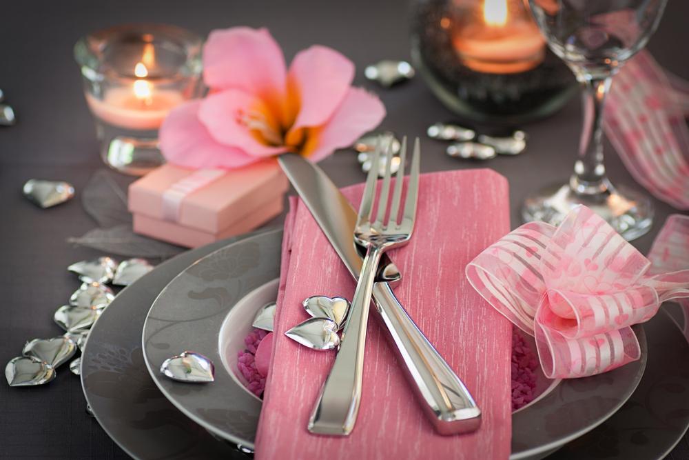 32 idei de aranjare a mesei pentru Ziua Indragostitilor sau pentru o cina romantica - Decor de masa pentru Valentine's Day  - Slide 2 din 32