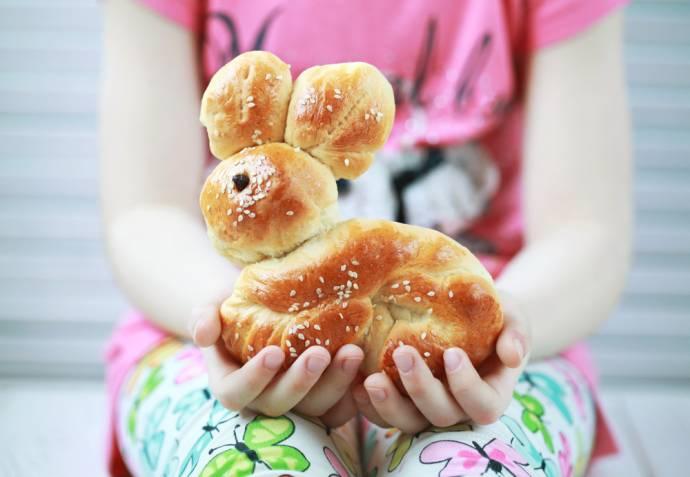 Masa de Pasti pentru copii: 21 de Idei foarte creative si simpatice de a decora mancarea din farfurii pe gustul celor mici: Prajitura in forma de iepure