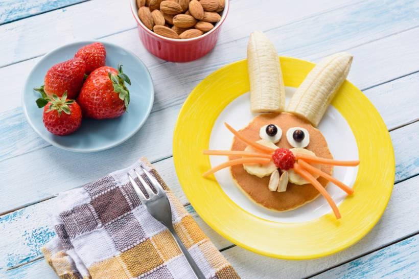 Masa de Pasti pentru copii: 21 de Idei foarte creative si simpatice de a decora mancarea din farfurii pe gustul celor mici: Clatite americane