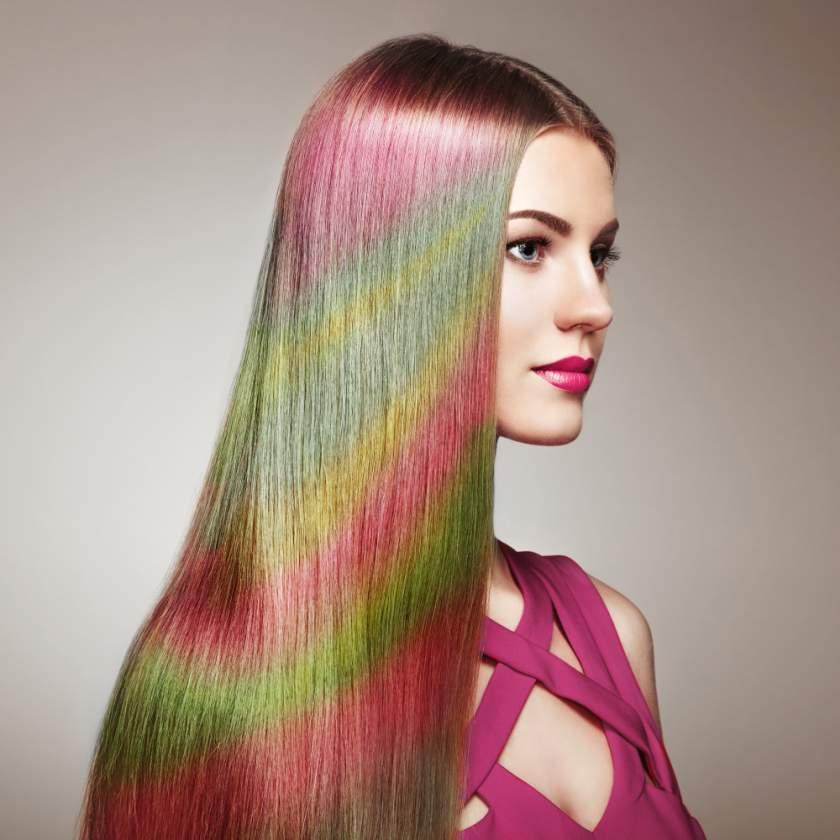 Părul curcubeu: 19 idei de hairstyling care pur și simplu te hipnotizează, te vei îndrăgosti de ele - Hairstyle unduitor, in valuri - Slide 1 din 19