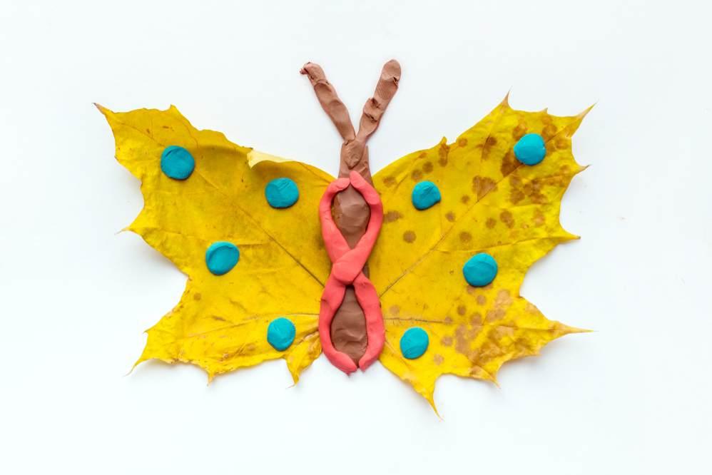 ATELIERUL DE CREATIE: 22 de idei pentru a realiza impreuna cu micutul tau adevarate Minunatii de Toamna: Fluturasul tomnatic
