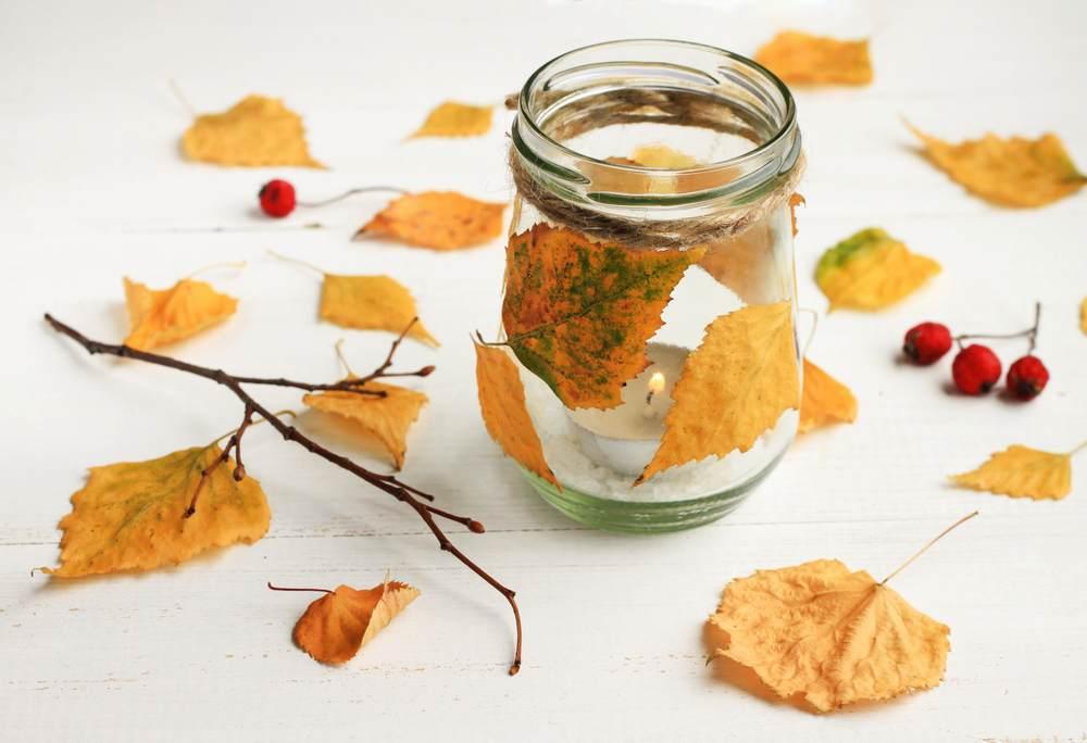 ATELIERUL DE CREATIE: 22 de idei pentru a realiza impreuna cu micutul tau adevarate Minunatii de Toamna: Suporturi de lumanari cu frunze