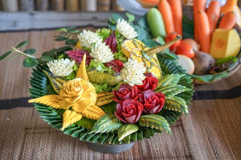 Mancare sculptata: 21 de Sculpturi in legume si fructe care te vor lasa cu gura cascata: Arta decorativa thailandeza din legume si fructe