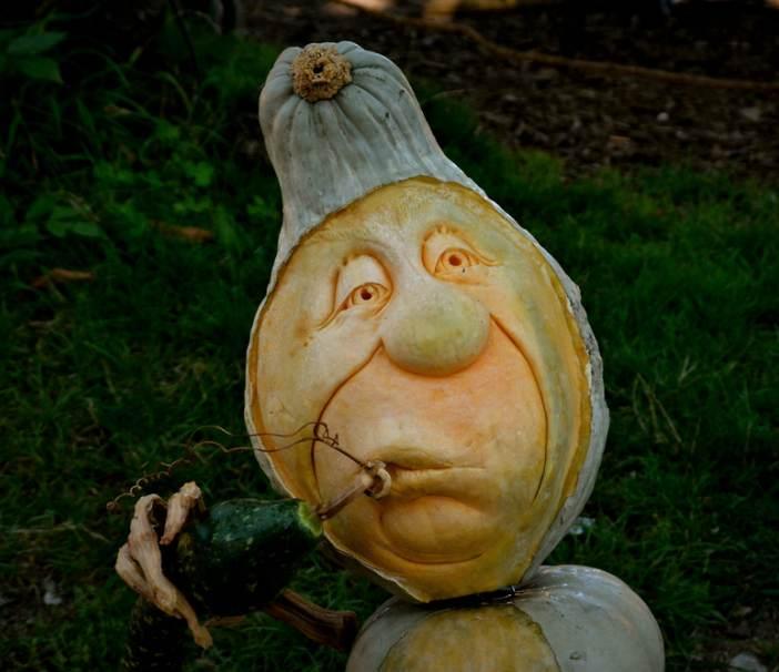 Mancare sculptata: 21 de Sculpturi in legume si fructe care te vor lasa cu gura cascata: Morocanosul si pipa pacii