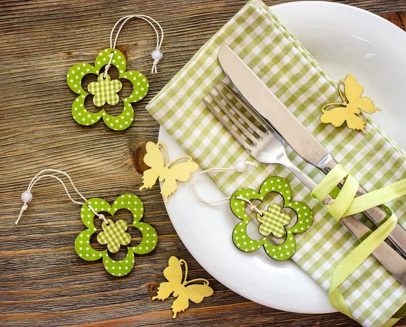 Masa de Pasti: 19 Idei super simple, dar ingenioase, de decorare a farfuriei: Servetele in cromatica naturii si accesorii de primavara