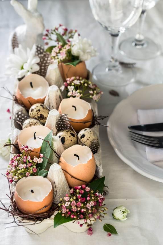 Idei super creative pentru masa de Paști: 17 Decorațiuni din Ouă și Coji de ouă: Decoratiune centrala de masa cu coji de oua drept suport de lumanari