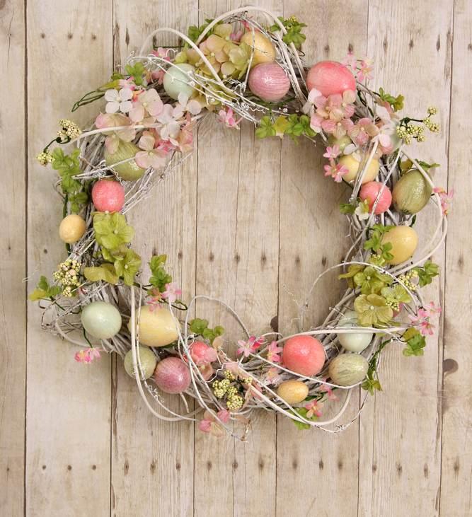 Idei super creative pentru masa de Paști: 17 Decorațiuni din Ouă și Coji de ouă: Coronita de Paste de pus in usa
