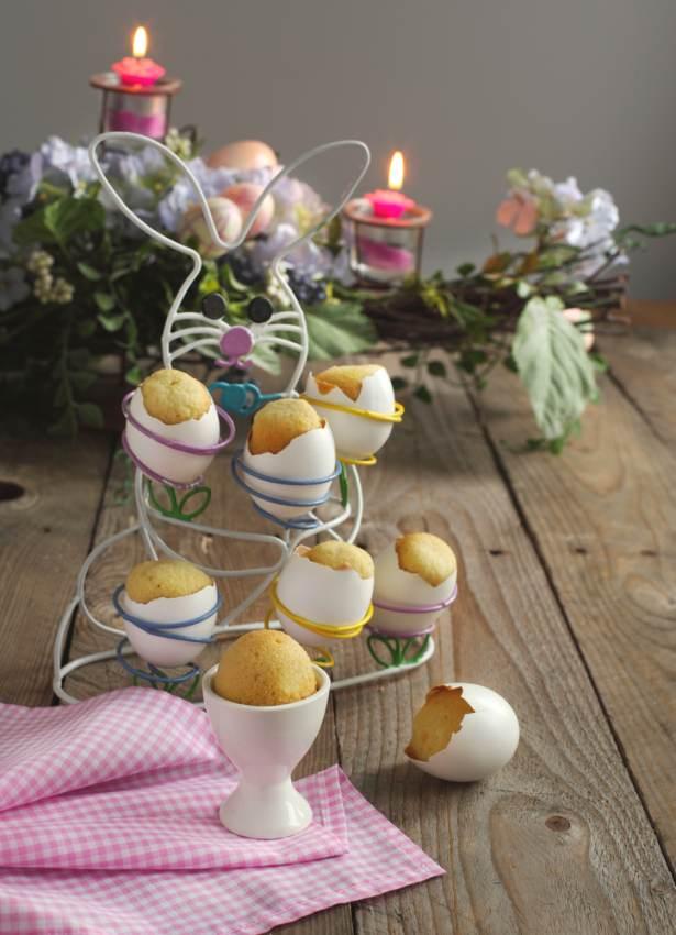 Idei super creative pentru masa de Paști: 17 Decorațiuni din Ouă și Coji de ouă: Briose de Paste in suporturi si coji de oua