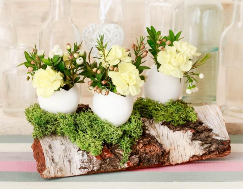 Idei super creative pentru masa de Paști: 17 Decorațiuni din Ouă și Coji de ouă: Oua umplute cu garoafe, crengute de merisor, flori de ceara si muschi
