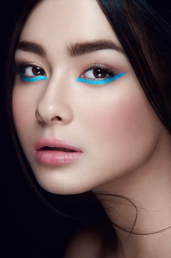 11 Idei superbe de machiaj pe baza de eyeliner: Linie de tus neon sub pleoapa inferioara