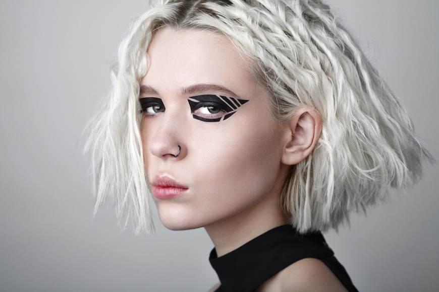 11 Idei superbe de machiaj pe baza de eyeliner: Machiaj grafic cu tus negru