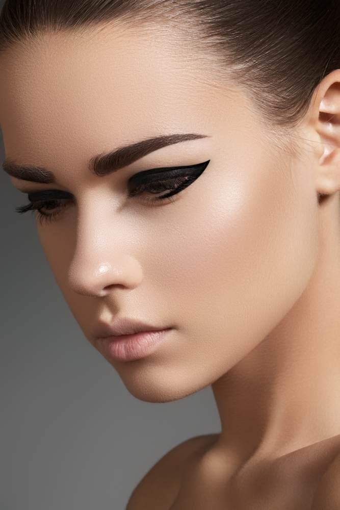 11 Idei superbe de machiaj pe baza de eyeliner: Linii de tus statement, indraznete, pentru un look glamorous