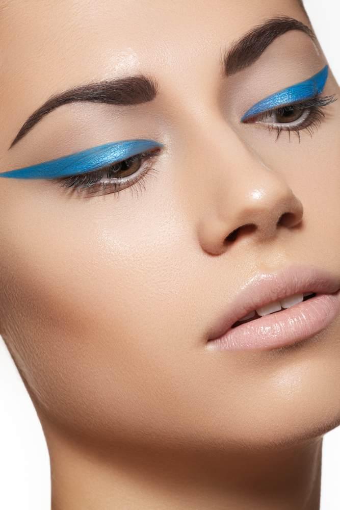 11 Idei superbe de machiaj pe baza de eyeliner: Dungi mult alungite, ingrosate si colorate pentru un look cool si modern