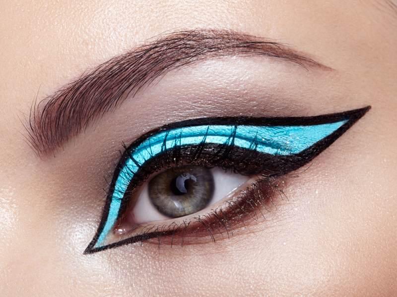 11 Idei superbe de machiaj pe baza de eyeliner: Machiaj structurat creat cu ajutorul dungilor de tus