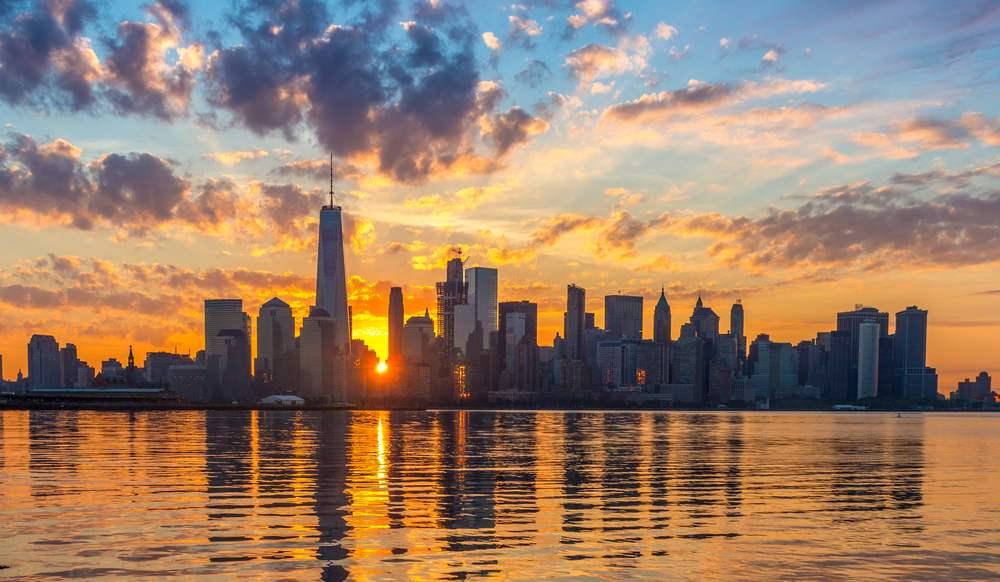 Rasarituri urbane: 14 rasarituri splendide din diverse colturi ale lumii: Rasarit in Manhattan, New York