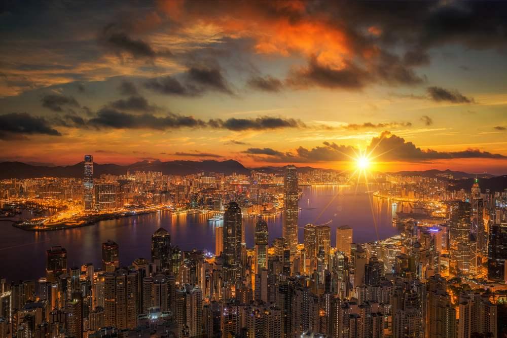Rasarituri urbane: 14 rasarituri splendide din diverse colturi ale lumii: Rasarit in Hong Kong