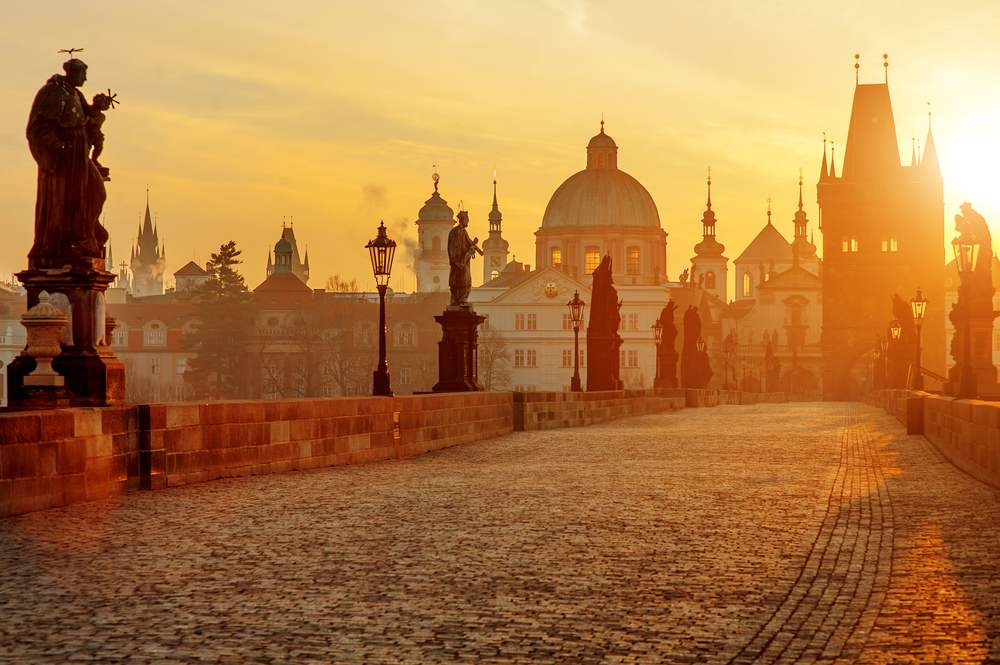 Rasarituri urbane: 14 rasarituri splendide din diverse colturi ale lumii: Rasarit in Praga