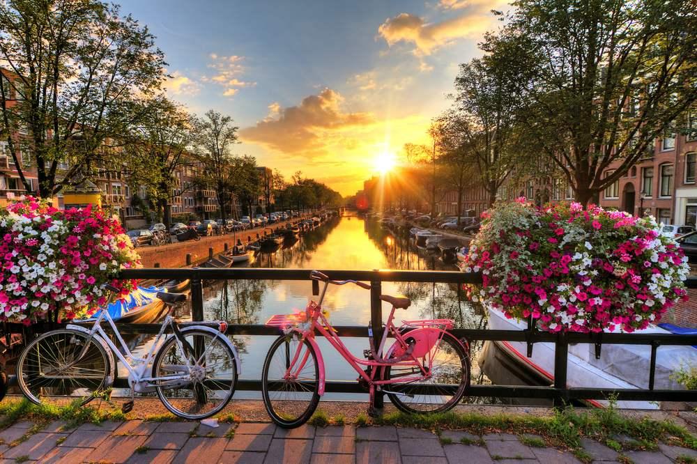 Rasarituri urbane: 14 rasarituri splendide din diverse colturi ale lumii: Rasarit in Amsterdam