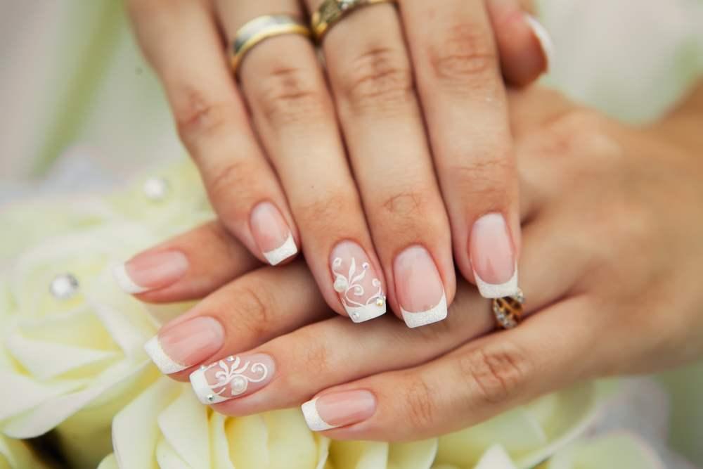 Unghiute fericite si stralucitoare: 20 de modele de manichiura pentru nunta: Unghiute fericite de mireasa