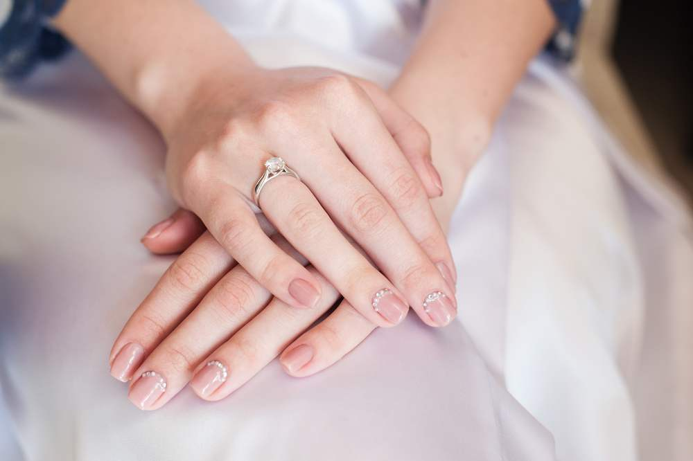 Unghiute fericite si stralucitoare: 20 de modele de manichiura pentru nunta: Manichiura naturala de mireasa
