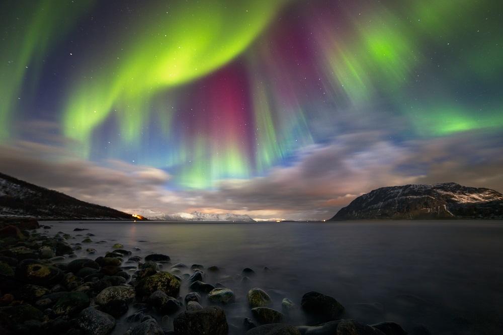 Aurora boreala: Imagini unice cu unul dintre cele mai spectaculoase fenomene optice de pe planeta: Noapte magica in Norvegia. Aurora surprinsa deasupra muntelui Nupen