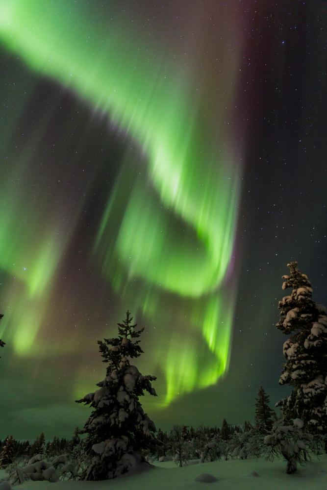 Aurora boreala: Imagini unice cu unul dintre cele mai spectaculoase fenomene optice de pe planeta: Peisaj de iarna cu aurora boreala