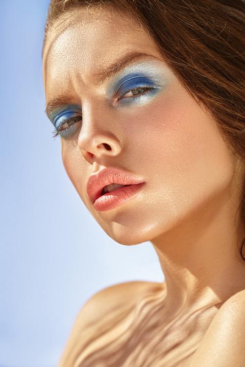 Makeup trends: Metode inedite de a purta Culoarea Anului 2020 pe pleoapele tale: Tonuri de albastru iluminator