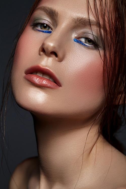 Makeup trends: Metode inedite de a purta Culoarea Anului 2020 pe pleoapele tale: Dungi de eyeliner partial trasate pe pleoapa inferioara