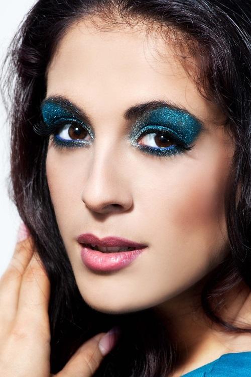Makeup trends: Metode inedite de a purta Culoarea Anului 2020 pe pleoapele tale: Albastru stralucitor all-over