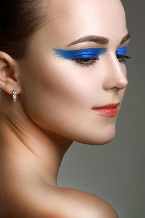 Makeup trends: Metode inedite de a purta Culoarea Anului 2020 pe pleoapele tale: Simetrie asimetrica
