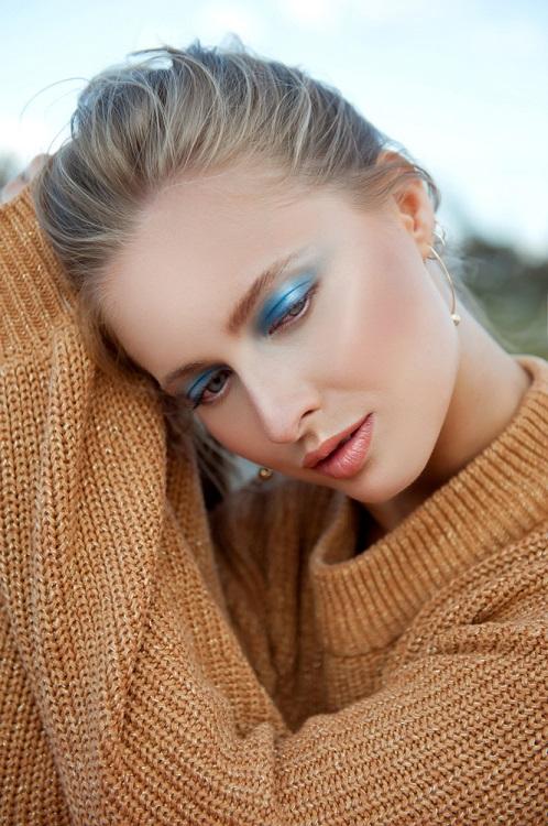 Makeup trends: Metode inedite de a purta Culoarea Anului 2020 pe pleoapele tale: Albastru light, cu efect natural